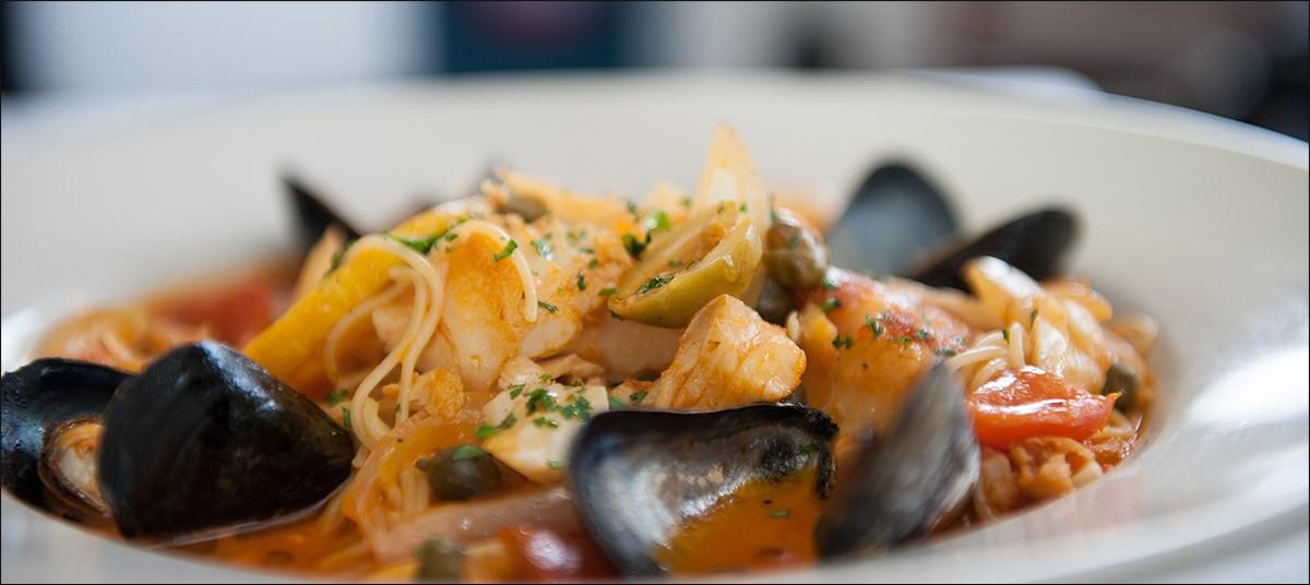 Black Bass, Dartmouth Ma. Mussells for dinner!